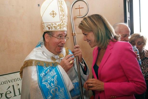 Cospedal, la divorciada que puede comulgar y el obispo